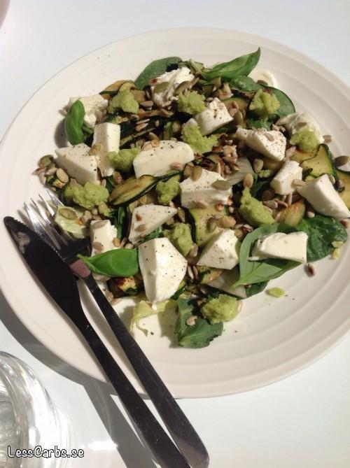 Zucchini och mozzarellasallad – snabbt och busenkelt!