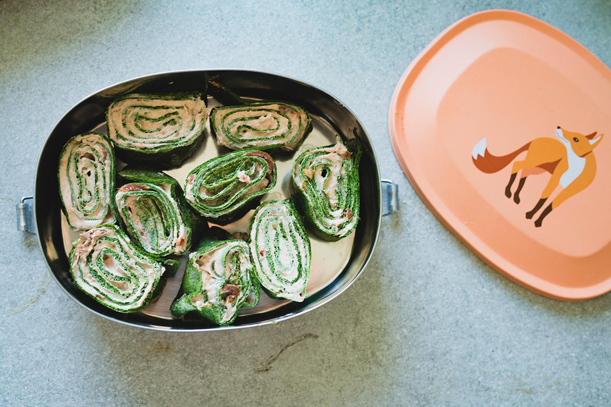 Grön omelettwrap med krämig tomat och olivröra