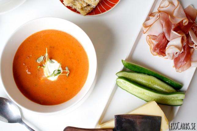 Tomatsoppa med timjan och ostchips