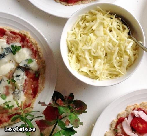 Vitkålssallad med senap och lime – perfekt som pizzasallad!