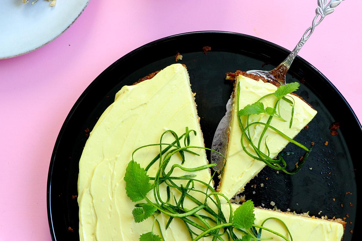 Zucchinikaka med lemoncurd-frosting