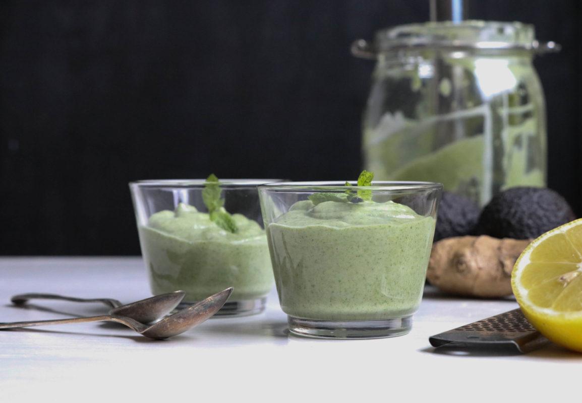 Grön avokado/lime/ingefärssmoothie