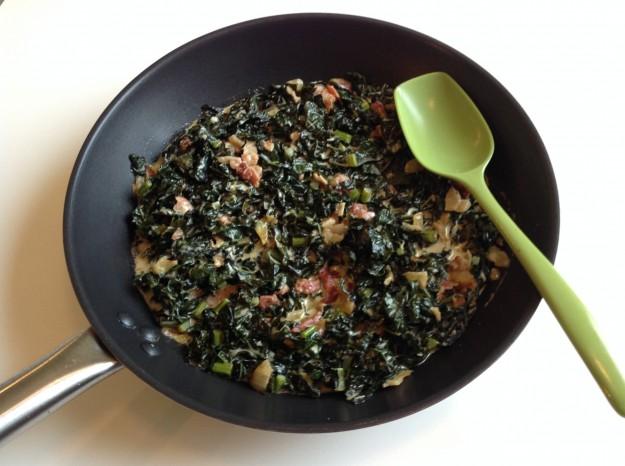 Auberginerullar med svartkål och baconröra