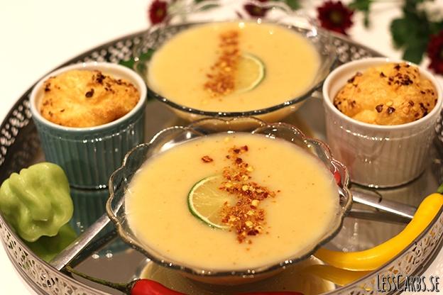 Vitkålssoppa med röd curry – passar utmärkt för den som gillar hetta!