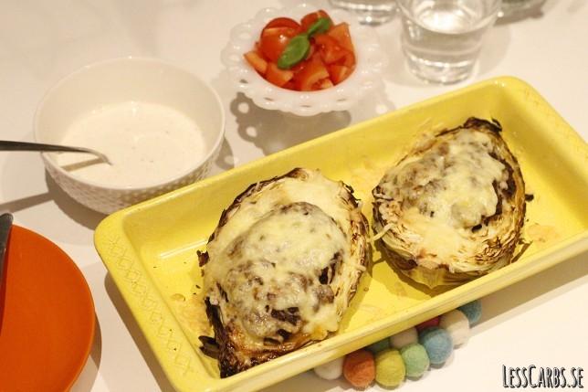 Fylld spetskål med chiliyoghurt – mättande måltid med sting