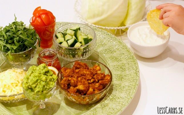 Kycklingfajitas – en god variation på tacos, med vitkålsblad