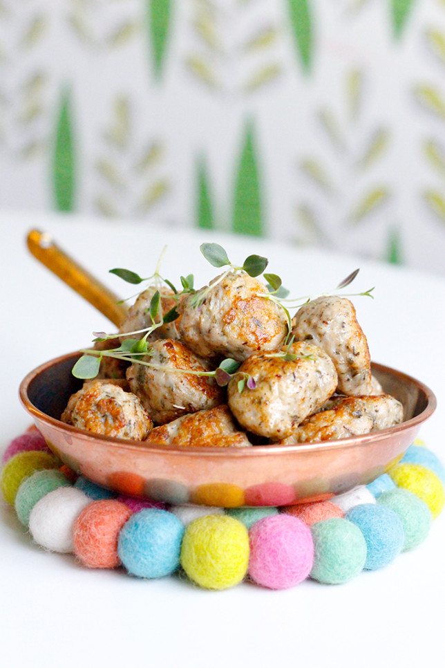 Kycklingköttbullar med smörstekt lök – riktigt goda!