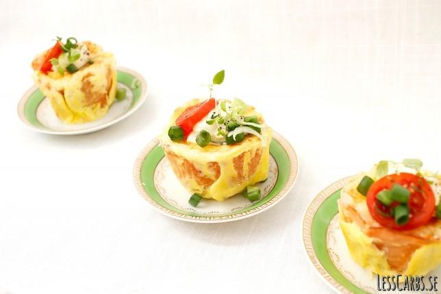 Matmuffins med rökt lax, färskost och lök – perfekt till picknick