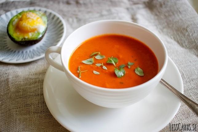 Tomatsoppa med timjan och avokadoägg – mejerifri/paleo