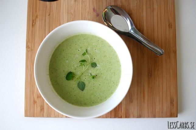 Broccoli- och ingefärssoppa – helt mejerifri/vegansk!
