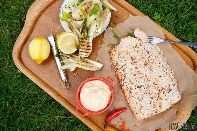 Sesam- och chililax med fänkål och chilimajonnäs
