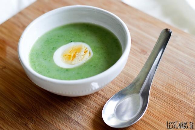 Broccoli- och ingefärssoppa med ägghalvor – mättande o snabb!