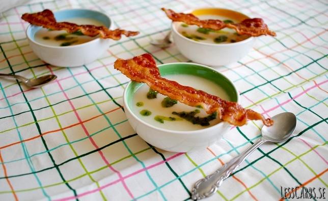 Vitkålssoppa (mejerifri) med bacon och örtolja