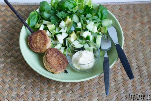 Tonfiskkakor med grön sallad