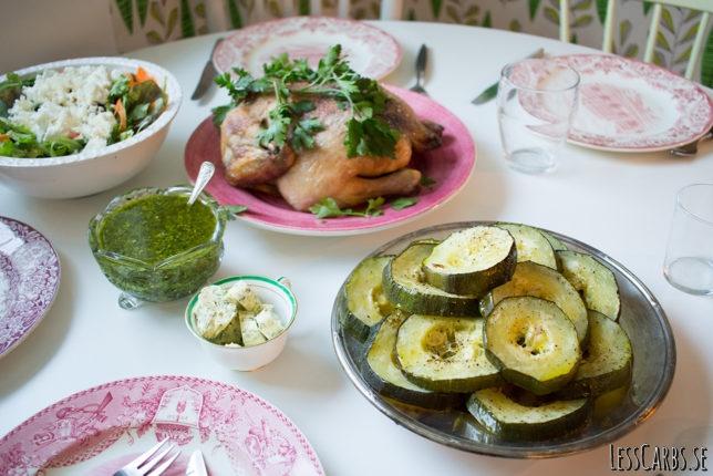 Helstekt kyckling, pumpapesto och ungsrostad zucchini