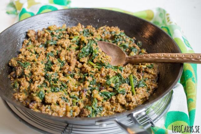 Currydoftande köttfärsröra med spenat