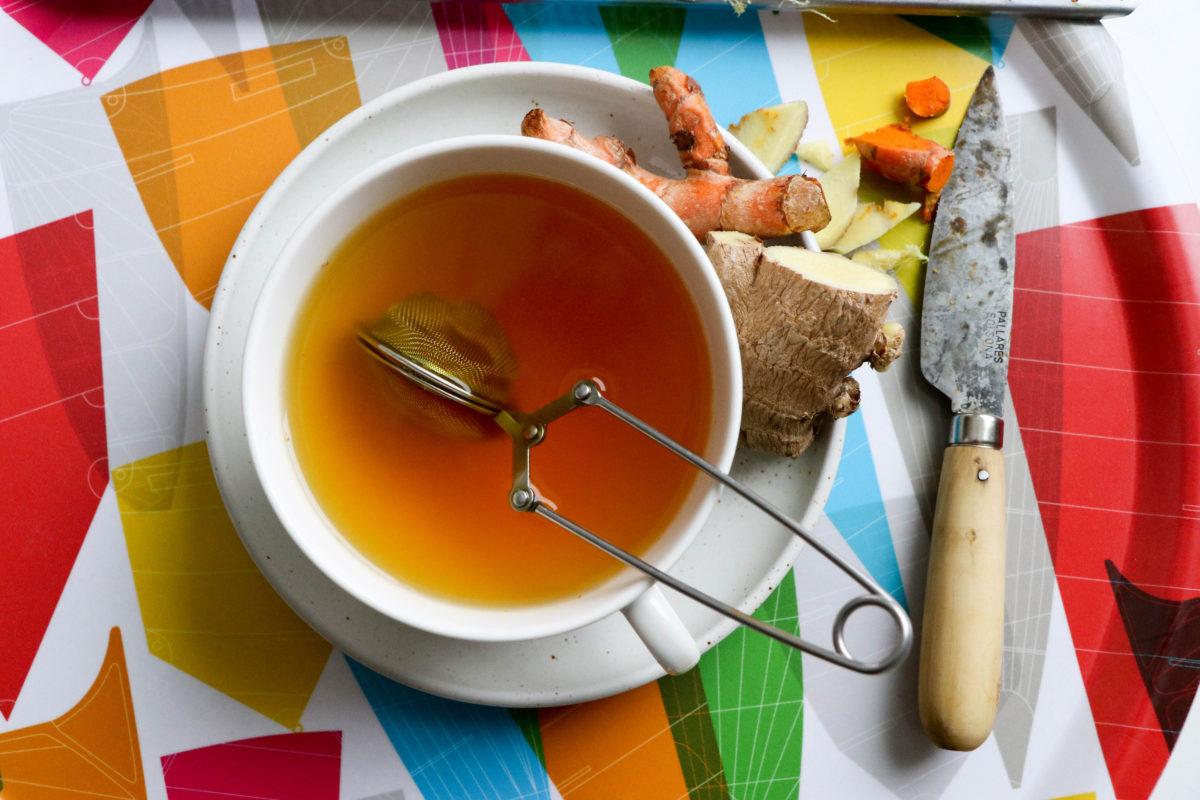 Te med gurkmeja, ingefära och lite peppar