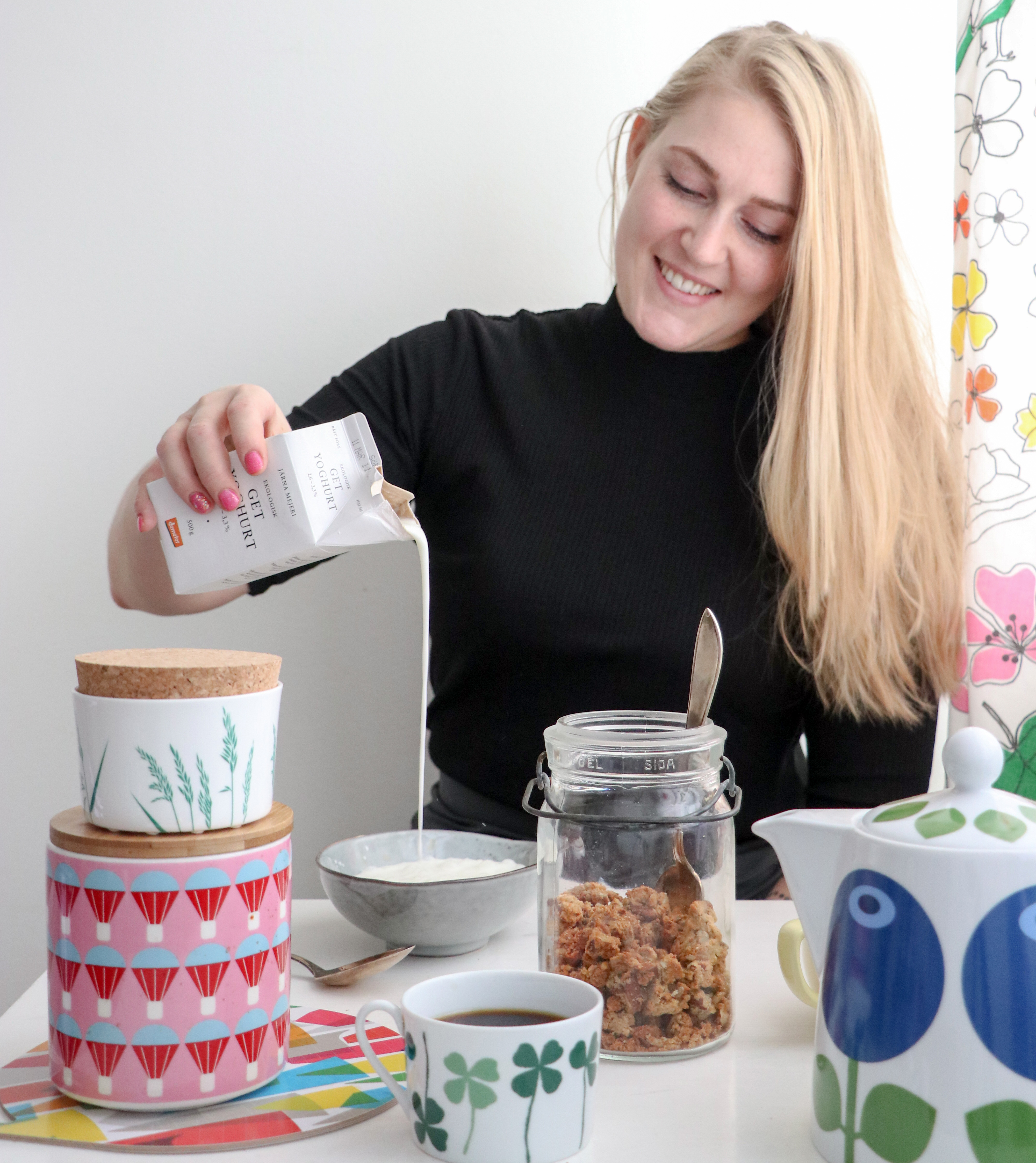 yoghurt-granola lesscarbs