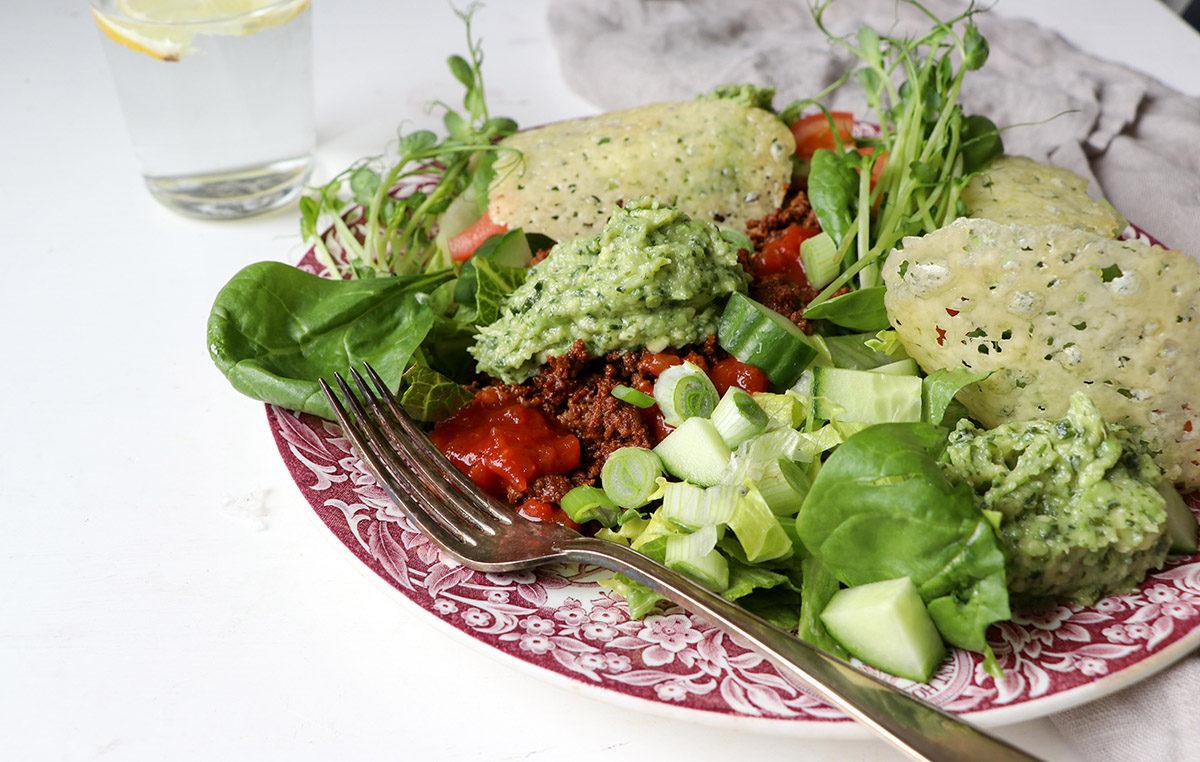 Tacosallad med keto-avokadoröra – mättande!