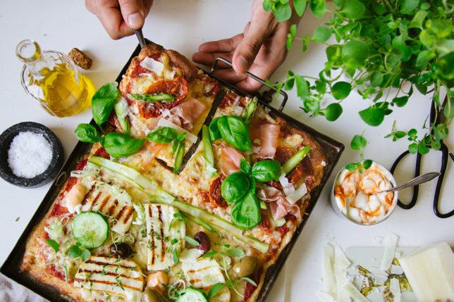 Halloumipizza (med vitkål) – halva din, halva min