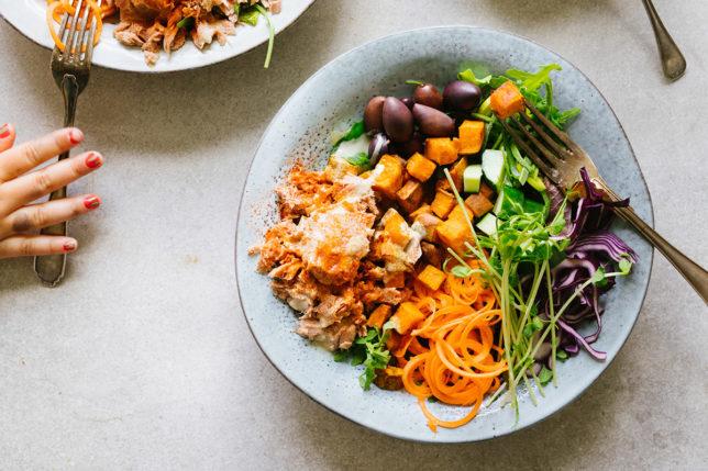 Tonfisksallad med tahini – min goda nourish bowl