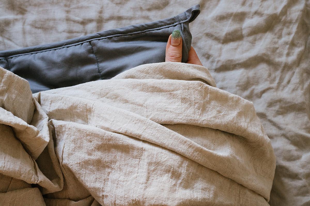 Bädda med tyngdtäcke