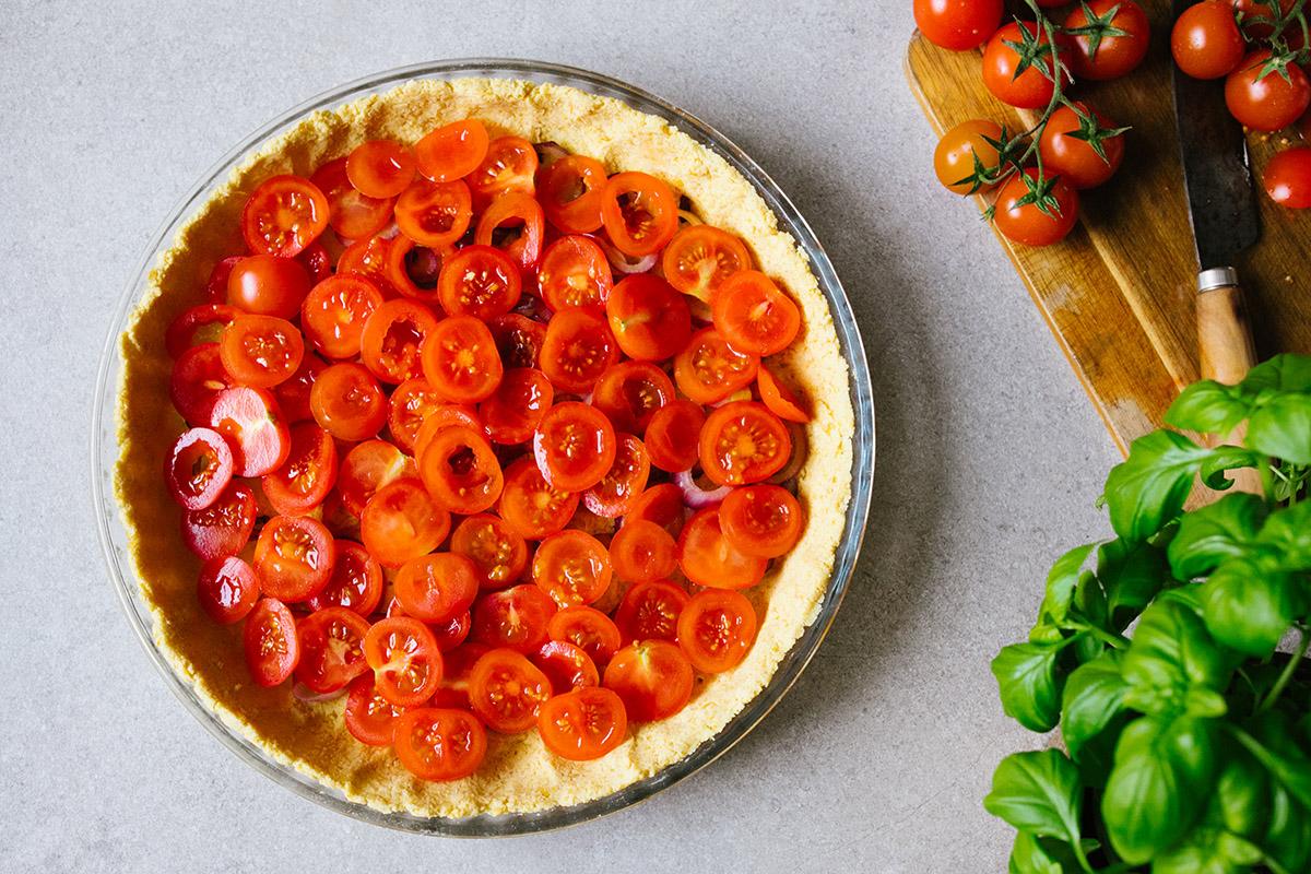 Kikärtspaj med tomat