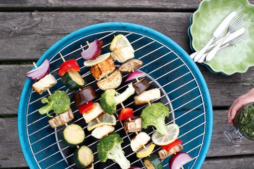 Vegetariska grillspett med persiljepesto