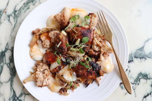 Kryddig helstekt kyckling med ugnsbakad blomkål