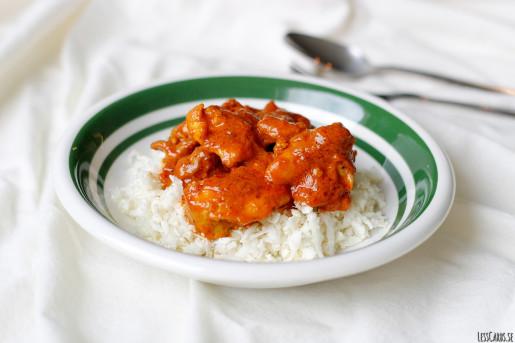 Kyckling i tomat- och kardemummasås