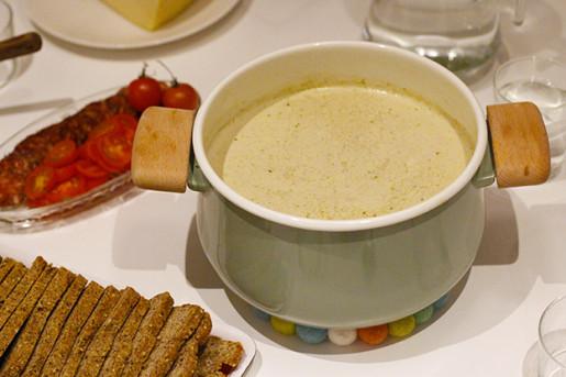 vitkålssoppa med pesto