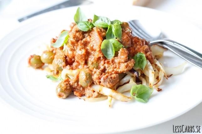 """Snabb köttfärssås med vitkåls""""pasta"""" – superenkelt!"""